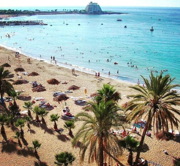 <p>Vista general de una playa de Latakia (Instagram/live.love.syria). </p>