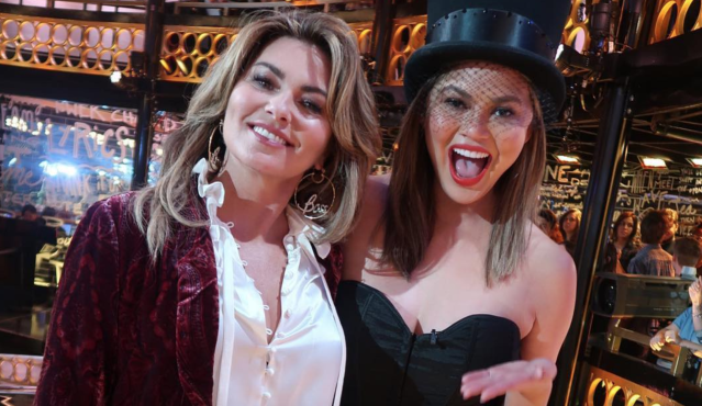 Chrissy Teigen poses with Shania Twain on the set of <em>Lip Sync Battle</em>. (Photo: Chrissy Teigen via Instagram)