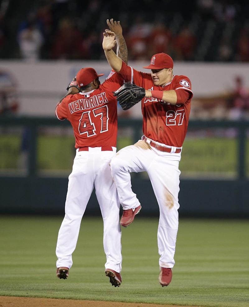 Trout, Iannetta hit HRs in Angels' win over Royals