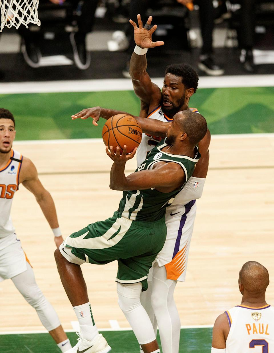 Khris Middleton (22) and the Bucks were able to score 54 points in the paint during Game 3 because of Deandre Ayton's foul trouble.