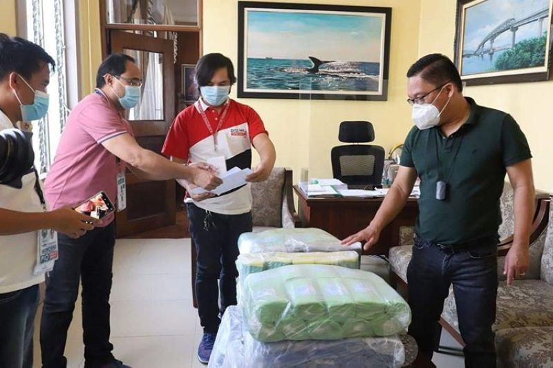 Private firm, reporters donate 15K masks to 3 metro cities