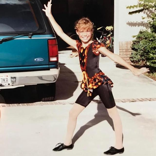 "<p>Jazz hands were one of young Mandy's signature moves. (Photo: Mandy Moore via <a href=""https://www.instagram.com/p/BQVkeCEg_IX/?taken-by=mandymooremm&hl=en"" rel=""nofollow noopener"" target=""_blank"" data-ylk=""slk:Instagram"" class=""link rapid-noclick-resp"">Instagram</a>) </p>"