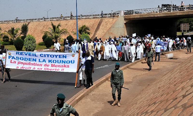"""Protesters hold a banner reading """"Citizens awakening, the population of Menaka has the right to its freedom!!"""" as they march on May 2, 2015 in Bamako, Mali (AFP Photo/Habibou Kouyate)"""