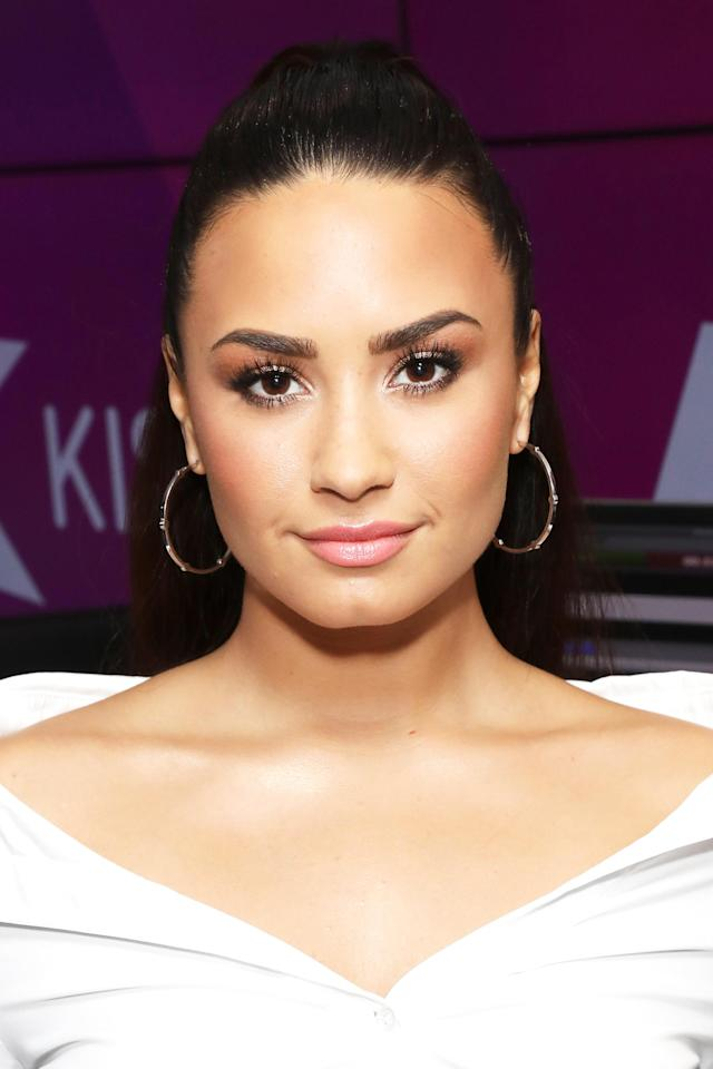 <p>The 25-year-old singer keep it simple and chic for a visit at Kiss FM Studios in London with a high pony, fluttery lashes, and soft pink lipstick. (Photo: Tim P. Whitby/Getty Images) </p>