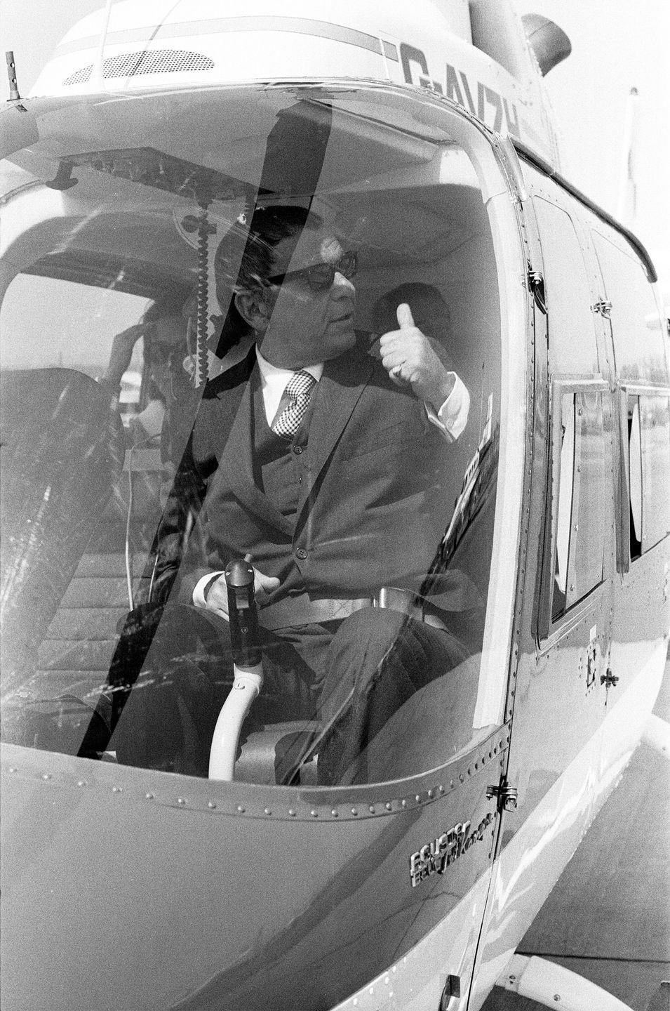 <p>Frank Sinatra takes a helicopter ride in the U.K. to avoid highway traffic in 1970. </p>