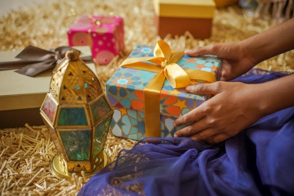 <em>Eid al-fitr</em>, or the Festival of Breaking the Fast, is the religious celebration that marks the end of Ramadan. Traditionally, <em>Eid</em>—as it's also known—is a three-day celebration spent with family and friends, often commemorated with large feasts and gifts. As the end of Ramadan approaches, people begin planning <em>Eid</em> parties and even special <em>Eid</em> outfits.