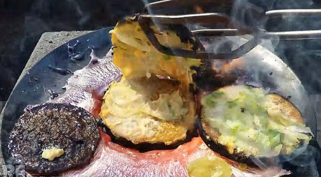 When the burger eventually began to burn however the pickle remained untouched. Source: YouTube.
