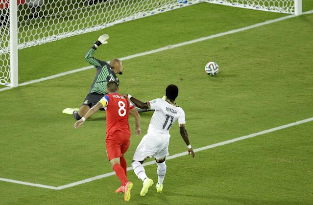 United States' Clint Dempsey, center, scores the opening goal past during the group G World Cup soccer match between Ghana and the United States at the Arena das Dunas in Natal, Brazil, Monday, June 16, 2014. (AP Photo/Hassan Ammar)