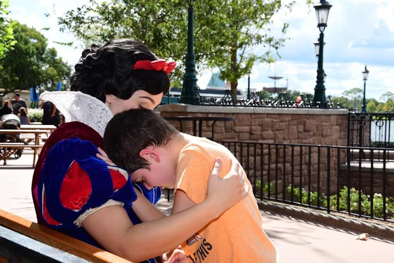 A crying boy with autism was comforted by Snow White at Walt Disney World. (Photo: Courtesy of Lauren Bergner)