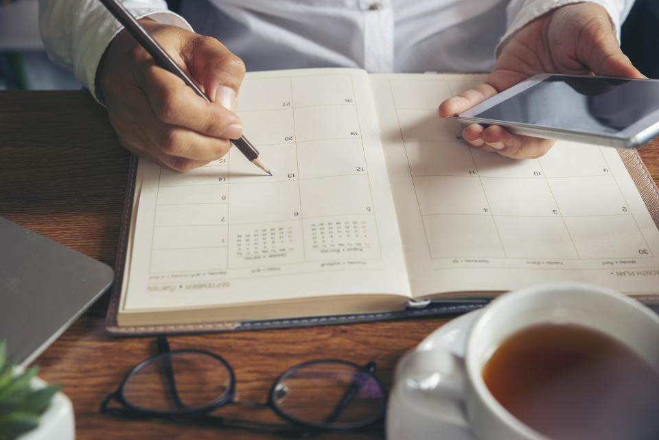 Scheduling blocks of time for focused work can keep you on track throughout the day. (Photo: Getty Images)
