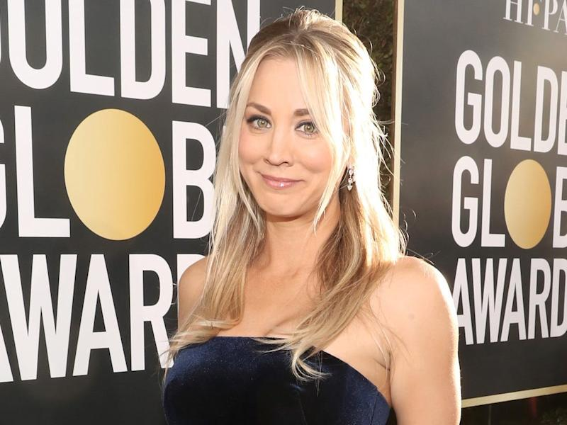 Kaley Cuoco attends the 2019 Golden Globes.
