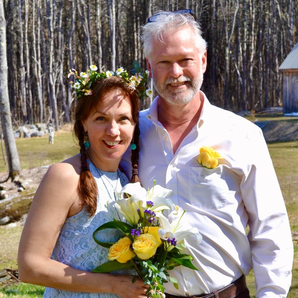 Stacy Simpson Frizzle and Jonathan Edgerton wed in Maine via Zoom technology. (Photo: Courtesy of Stacy Simpson Frizzle)