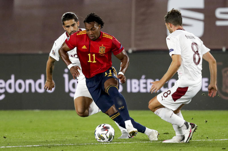 , SPAIN - OCTOBER 10: (L-R) Rodriguez of Switzerland, Adama Traore of Spain, Freuler of Switzerland during the UEFA Nations league match between Spain v Switzerland on October 10, 2020 (Photo by David S. Bustamante/Soccrates/Getty Images)