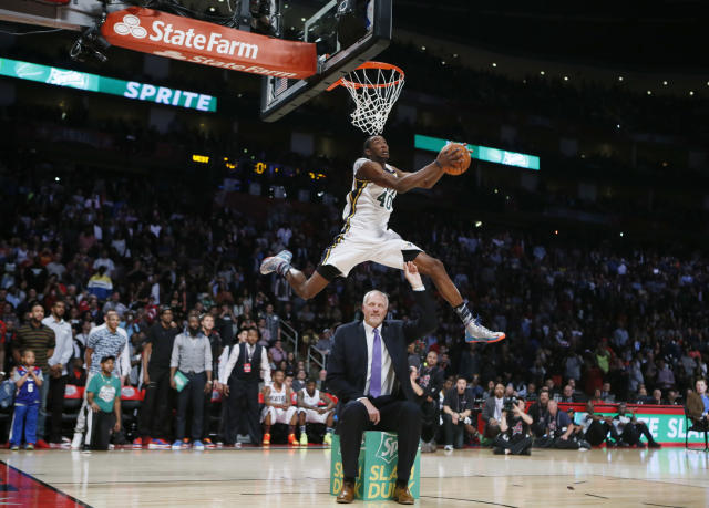 West All-Star Jeremy Evans of the Utah Jazz competes in the slam dunk contest during the NBA basketball All-Star weekend in Houston, Texas, February 16, 2013. REUTERS/Lucy Nicholson (UNITED STATES - Tags: SPORT BASKETBALL) - RTR3DWCH