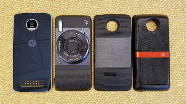 The Moto Z Play and its mods the Hasseblad True Zoom, the Insta-Share projector and the JBL SoundBoost speaker are seen from left to right. (Lanacion.Com )