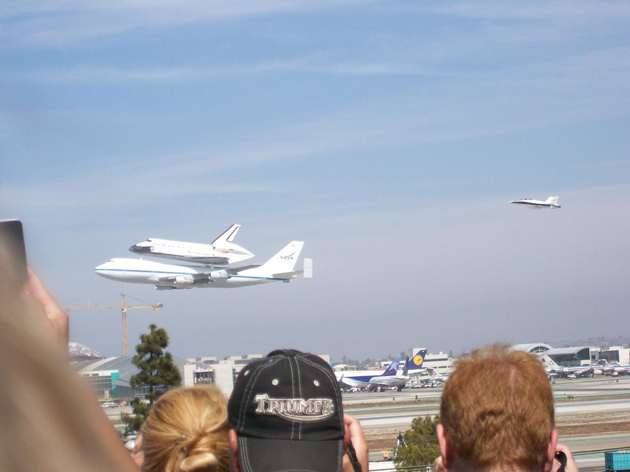 The Endeavour does a fly by at Los Angeles International Airport. Photo courtesy of Farhan Hashim.