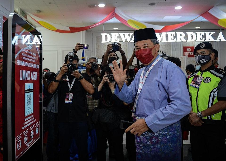 Umno deputy president Datuk Seri Mohamad Hasan the party's MPs must avoid being dragged into a crisis between the government and Istana Negara. ― Bernama pic