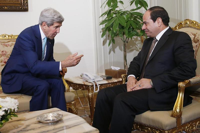 US Secretary of State John Kerry (L) meets with Egyptian President Abdel Fattah al-Sisi in the capital Cairo on July 22, 2014 (AFP Photo/)