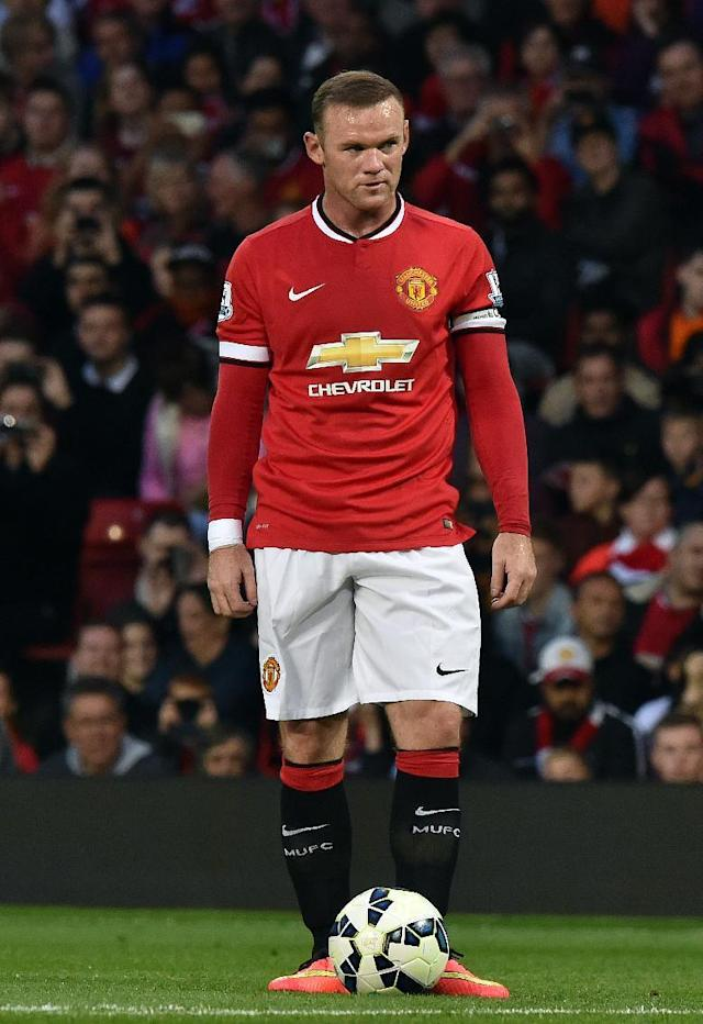Manchester United's English striker Wayne Rooney prepares to take a free kick during the pre-season football friendly match between Manchester United and Valencia at Old Trafford on August 12, 2014 (AFP Photo/Paul Ellis)