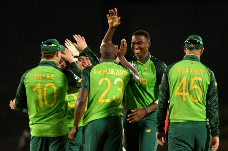 Players protest against 'self-interest' in Cricket South Africa