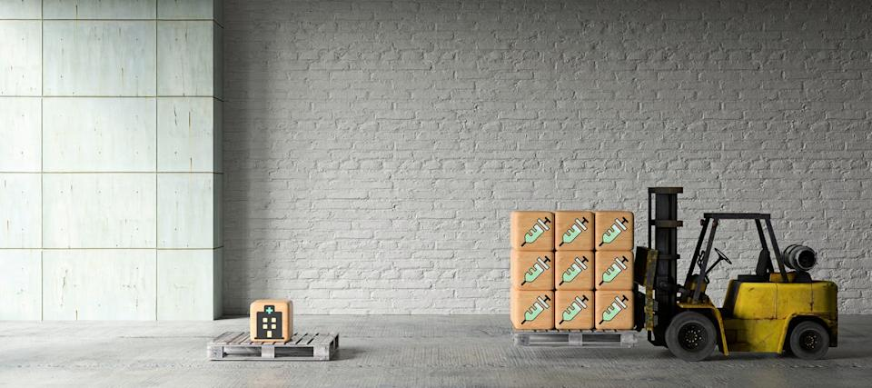 """<span class=""""attribution""""><a class=""""link rapid-noclick-resp"""" href=""""https://www.shutterstock.com/es/image-illustration/forklift-wooden-boxes-vaccination-icons-front-1707173701"""" rel=""""nofollow noopener"""" target=""""_blank"""" data-ylk=""""slk:Shutterstock / fotogestoeber"""">Shutterstock / fotogestoeber</a></span>"""