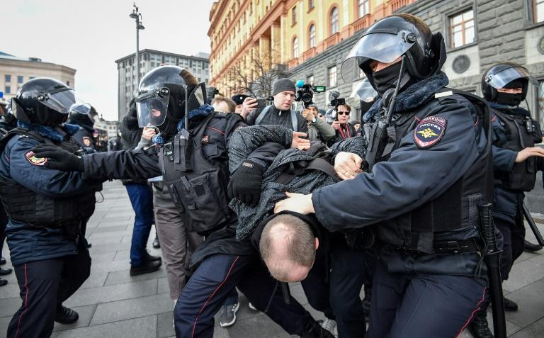 """Russian riot police detained around 30 people at an unauthorised protest against """"political repressions"""" outside the headquarters of the FSB security services in central Moscow"""