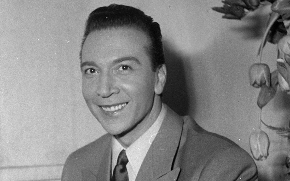 "<p>Seit den 40er-Jahren in Frankreich ein Star als Schauspieler und Chanson-Interpret: André Claveau (1915-2003) gewann 1958 mit dem Titel ""Dors mon amour"". (Bild: Roger Viollet via Getty Images/Roger Viollet via Getty Images)</p>"