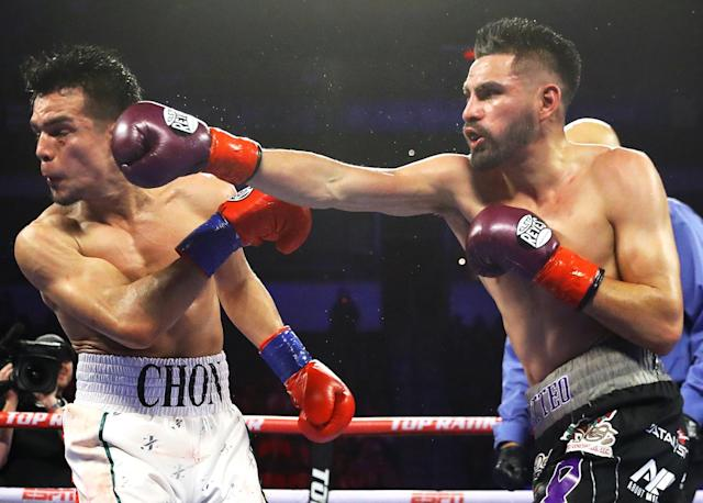 Jose  Ramirez (R) rallied for a majority decision victory vs. Jose Zepeda to retain his WBC super lightweight title on Sunday, Feb. 10 at the Save Mart Center in Fresno, California. (Mikey Williams/Top Rank)