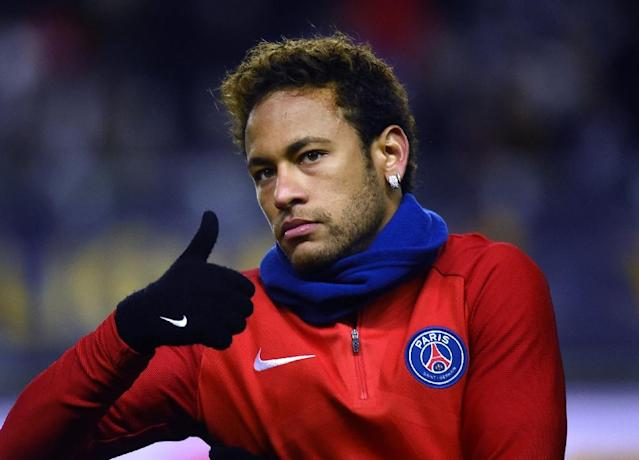 Paris Saint-Germain's forward Neymar gestures before the French League Cup quarter-final football match against Amiens January 10, 2018 (AFP Photo/FRANCOIS LO PRESTI)
