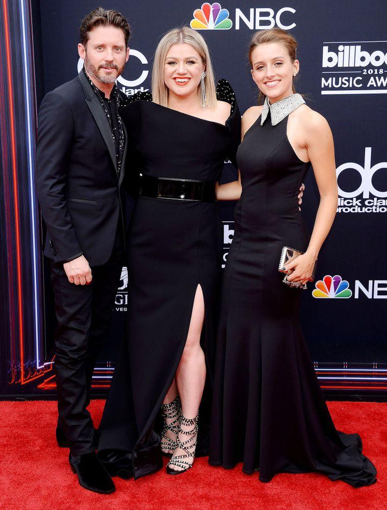 Kelly Clarkson Steps Out with Husband Brandon, Step-Daughter ...