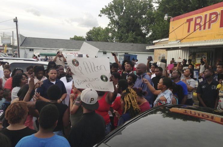 People protest after Alton Sterling, 37, was shot and killed during an altercation with two Baton Rouge police officers in Baton Rouge, Louisiana, U.S. on July 5, 2016. (Photo: Bryn Stole/Reuters)