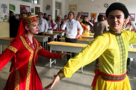 Residents at the Kashgar city vocational educational training centre dance for visiting reporters and officials in a classroom during a government organised visit in Kashgar, Xinjiang Uighur Autonomous Region, China, January 4, 2019.  REUTERS/Ben Blanchard