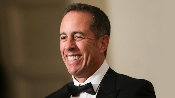 WASHINGTON, DC - OCTOBER 18:  Comedian Jerry Seinfeld speaks to members of the media as he arrives at the White House for a state dinner October 18, 2016 in Washington, DC.