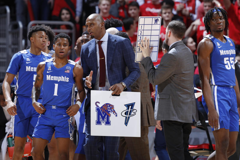 Head coach Anfernee Hardaway of the Memphis Tigers talks to Tyler Harris #1 after a timeout during a game against Cincinnati on Feb. 13. (Joe Robbins/Getty Images)