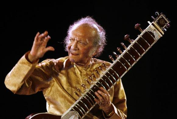 Indian sitar player Ravi Shankar performs in the eastern Indian city of Kolkata February 7, 2009. REUTERS/Jayanta Shaw (INDIA)