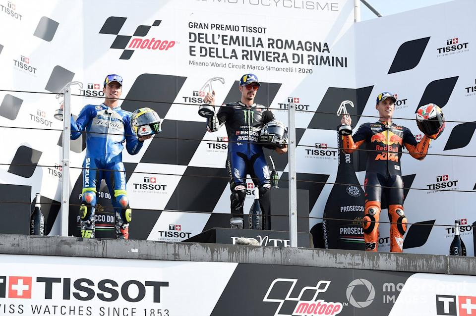 "Podio: 1º Maverick Viñales, Yamaha Factory Racing, 2º Joan Mir, Team Suzuki MotoGP, 3º lugar Pol Espargaró, Red Bull KTM Factory Racing<span class=""copyright"">Gold and Goose / Motorsport Images</span>"