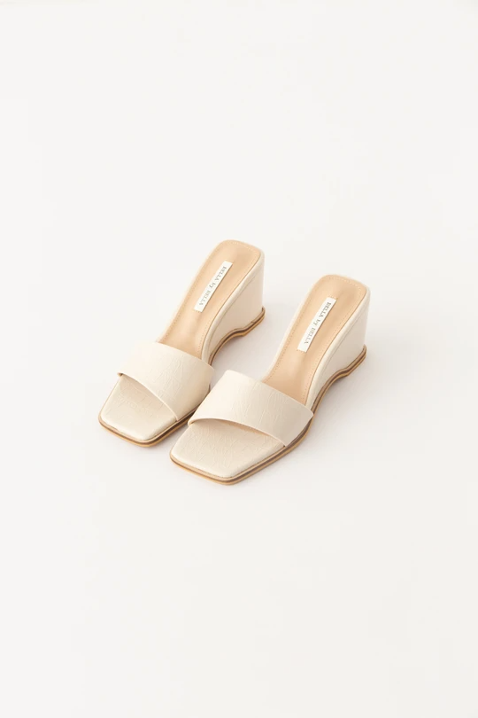 """<br> <br> <strong>Pêche</strong> Elias Sandals, $, available at <a href=""""https://go.skimresources.com/?id=30283X879131&url=https%3A%2F%2Fshop-peche.com%2Fcollections%2Fshoes%2Fproducts%2Felias"""" rel=""""nofollow noopener"""" target=""""_blank"""" data-ylk=""""slk:Pêche"""" class=""""link rapid-noclick-resp"""">Pêche</a>"""