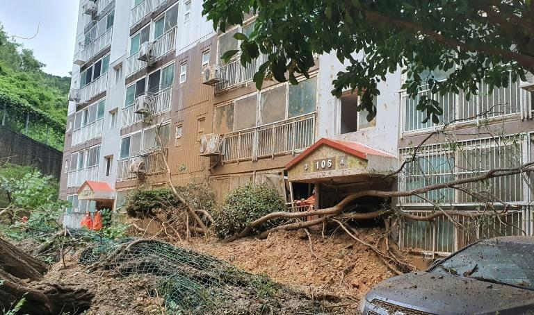 Typhoon hits South Korea after triggering landslides in Japan