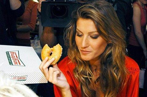 """The model, who is known to be <a rel=""""nofollow"""" href=""""http://stylecaster.com/gisele-bundchen-tom-brady-diet/"""">extremely strict with her diet</a>, has been <a rel=""""nofollow"""" href=""""http://www.dailymail.co.uk/tvshowbiz/article-3829592/Gisele-Bundchen-cheats-non-dairy-diet-ice-cream-Tom-Brady-returns-football-field-Deflategate-suspension.html"""">spotted eating ice cream</a> at a fair."""