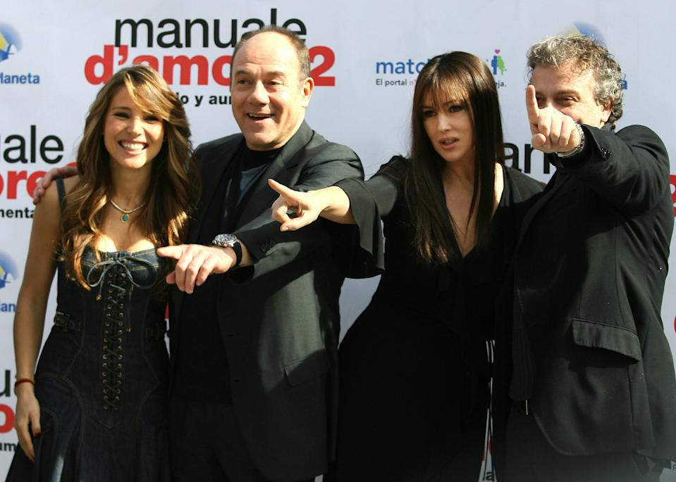 "Con il cast di ""Manuale de Amore 2"" (Photo credit should read JAVIER SORIANO/AFP via Getty Images)"