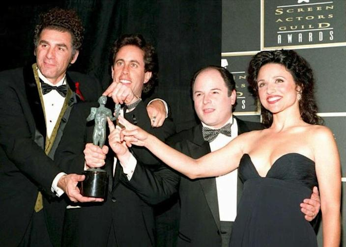"""Julia Louis-Dreyfus (R) celebrates with fellow """"Seinfeld"""" cast members (L-R) Michael Richards, Jerry Seinfeld and Jason Alexander when they won the Screen Actors Guild award for outstanding ensemble performance in a comedy series (television) in 1995 (AFP Photo/VINCE BUCCI)"""