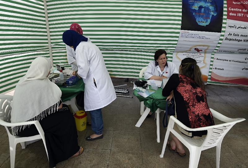 Algerian women get tested for HIV by health workers at a mobile centre in the capital Algiers on June 11, 2015 (AFP Photo/Farouk Batiche)