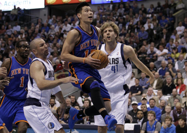 """New York Knicks guard Jeremy Lin, center, drives to the hoop during their game against the <a class=""""link rapid-noclick-resp"""" href=""""/nba/teams/dallas/"""" data-ylk=""""slk:Dallas Mavericks"""">Dallas Mavericks</a> in Dallas on Tuesday, March 6, 2012. The Mavericks beat the Knicks 95-85. (AP Photo/Tony Gutierrez)"""