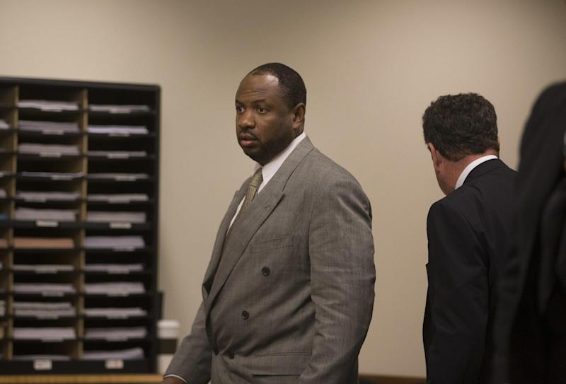 Kevin Roper, a Wal-Mart truck driver charged in the 2014 Turnpike accident that injured comedian Tracy Morgan and killed his friend, appears in court where he pleaded guilty to vehicular homicide and other charges at the Middlesex County Courthouse Tuesday, Nov. 29, 2016, in New Brunswick, N.J. Under terms of his plea, he can avoid prison if he performs community service and satisfies other conditions over the next three years. (Ed Murray/NJ Advance Media via AP, Pool0