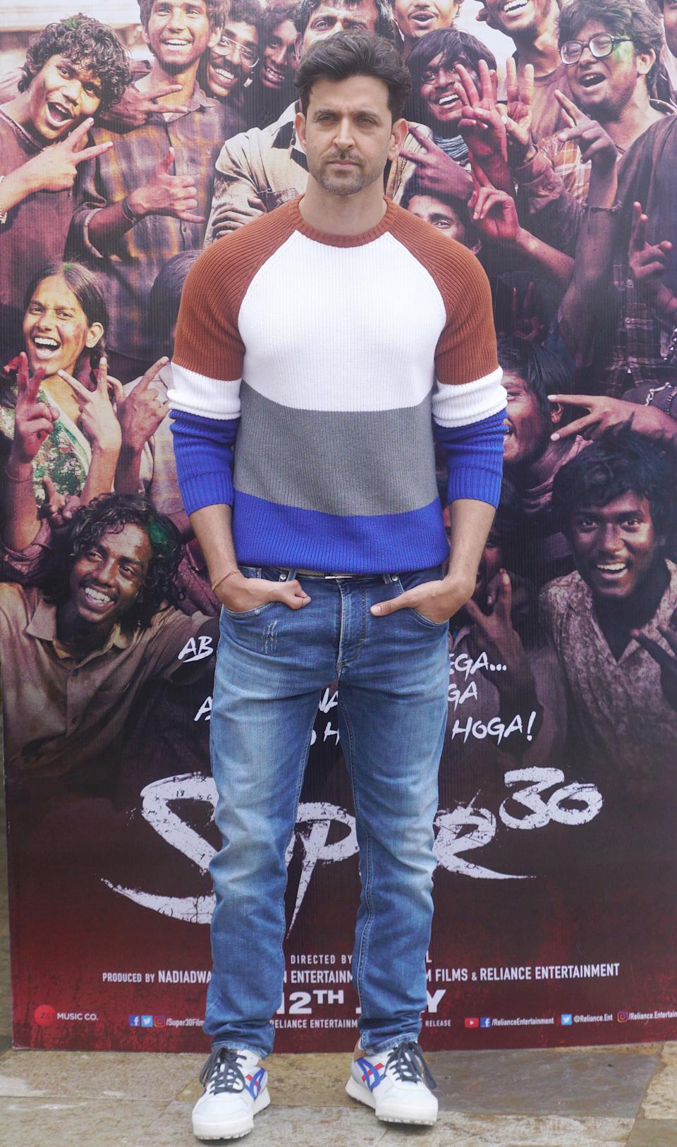 By now we know that Hrithik does casual looks very well. This look too may be pretty basic but it is his choice of wearing a colour blocked t-shirt that most people would stay away from. Love the playfulness and youthfulness of this t-shirt.
