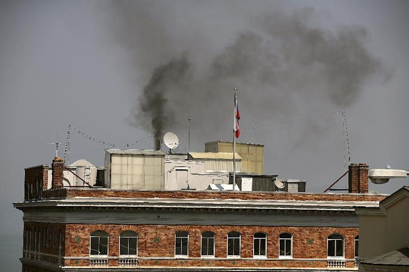Black smoke billows from a chimney on top of the Russian consulate in San Francisco, California (AFP Photo/JUSTIN SULLIVAN)