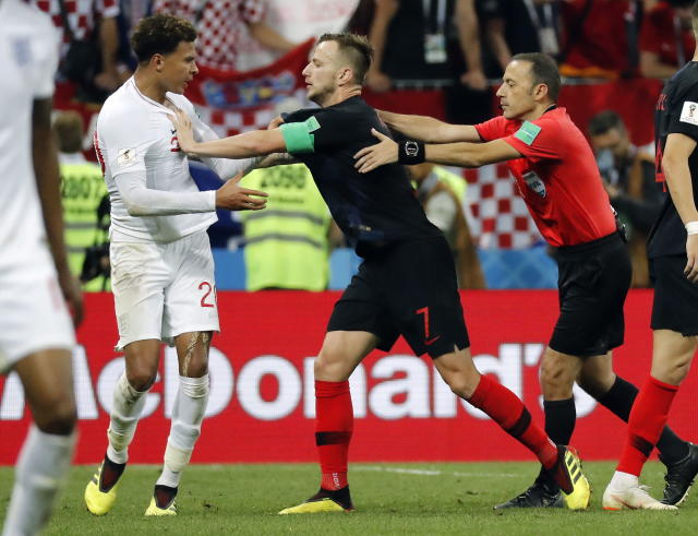 Moscow (Russian Federation), 11/07/2018.- Dele Alli of England (L), Ivan Rakitic of Croatia (R) and referee Cuneyt Cakir of Turkey reacts during the FIFA World Cup 2018 semi final soccer match between Croatia and England in Moscow, Russia, 11 July 2018. (RESTRICTIONS APPLY: Editorial Use Only, not used in association with any commercial entity - Images must not be used in any form of alert service or push service of any kind including via mobile alert services, downloads to mobile devices or MMS messaging - Images must appear as still images and must not emulate match action video footage - No alteration is made to, and no text or image is superimposed over, any published image which: (a) intentionally obscures or removes a sponsor identification image; or (b) adds or overlays the commercial identification of any third party which is not officially associated with the FIFA World Cup) (Croacia, Mundial de Fútbol, Moscú, Inglaterra, Rusia, Turquía) EFE/EPA/FELIPE TRUEBA EDITORIAL USE ONLY