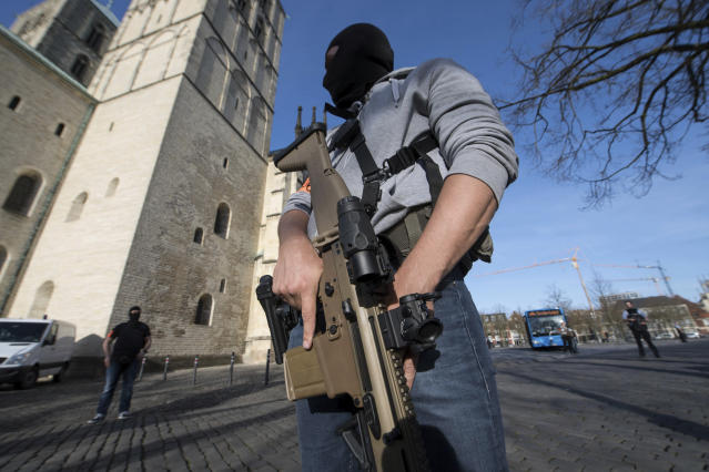 <p>Special police force guards in downtown Muenster, Germany, Saturday, April 7, 2018. (Photo: Bernd Thissen/dpa via AP) </p>
