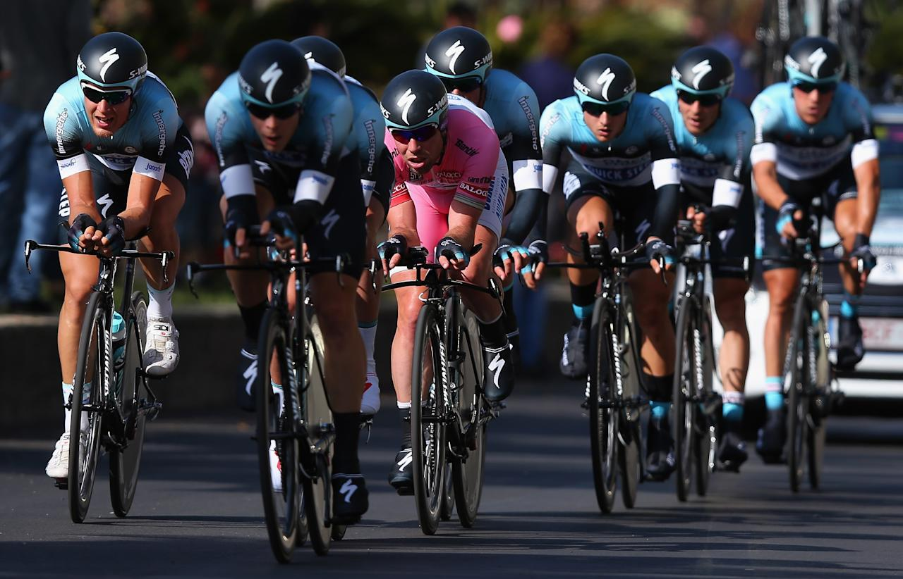 FORIO, ITALY - MAY 05:  Race leader Mark Cavendish (c) of Great Britain and Omega Pharma - Quick-Step rides with his team  on stage two of the Giro d'Italia 2013, a Team Time Trial from Ischia to Forio, on May 5, 2013 in Forio, Italy.  (Photo by Bryn Lennon/Getty Images)