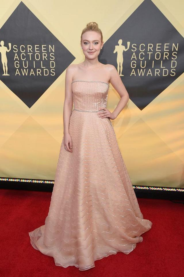 <p>The older Fanning sister looked beautiful in a pink dress with silver detailing and a topknot bun. (Photo: Getty Images) </p>